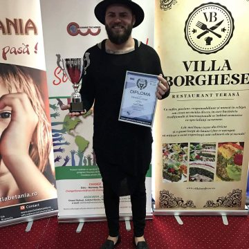Adi Chirilă a primit trofeul Galei Tinerilor Antreprenori Băcăuani 2017